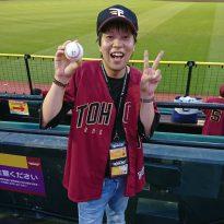 趣味の野球観戦時の一枚です。ホームランボールを初GETしました!